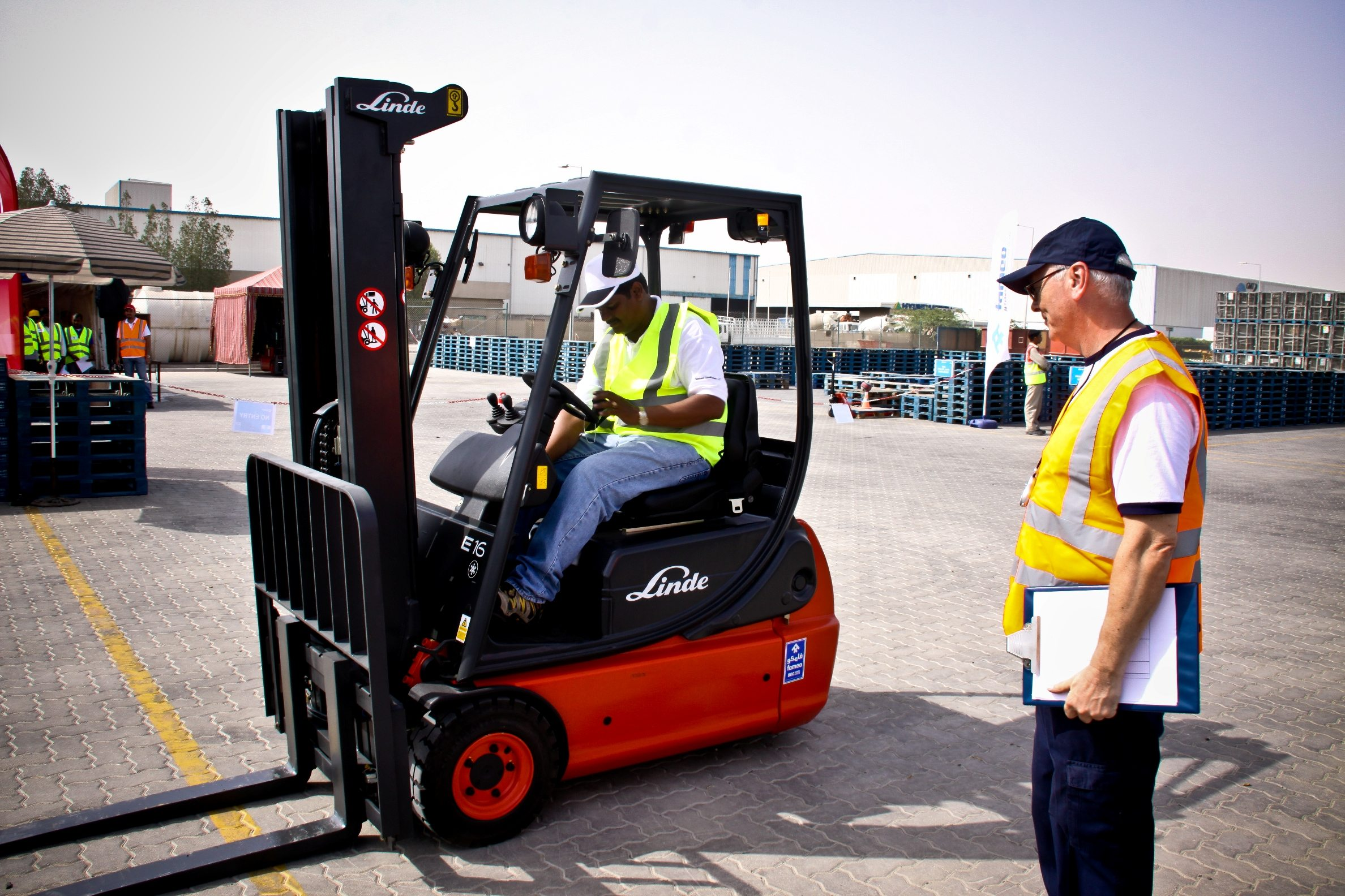 operation lift middle east construction news famco s ultimate skills test for the region s forklift truck drivers
