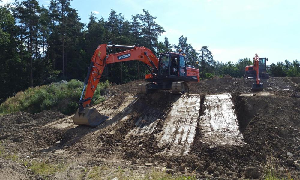 Doosan Teams Up With Trimble For Excavator Telematics
