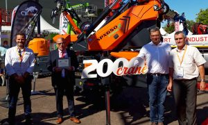 Jekko celebrates 20th year of its mini crane with delivery of 2000th unit